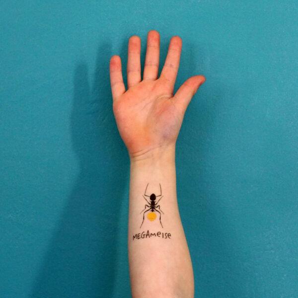 TUTATA Tattoo Megameise auf einem Arm