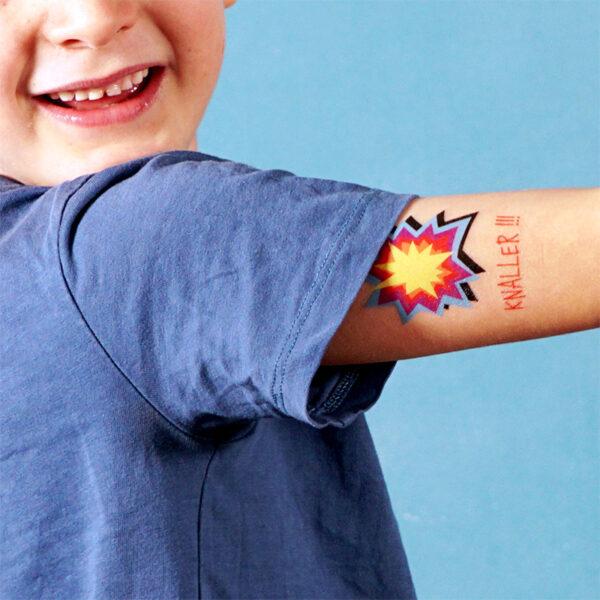 Temporäres TUTATA Tattoo Knaller auf Oberarm